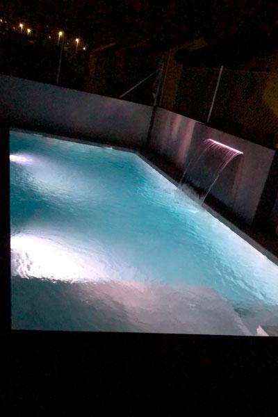 iluminación de piscina privada - mantenimiento de piscinas